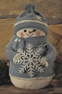Snowman with snowflake - I have a snowman from this company and love it! (Winter Whimsey, perhaps? Sock Snowman, Cute Snowman, Snowman Crafts, Christmas Projects, Holiday Crafts, Sock Crafts, Felt Crafts, All Things Christmas, Christmas Time