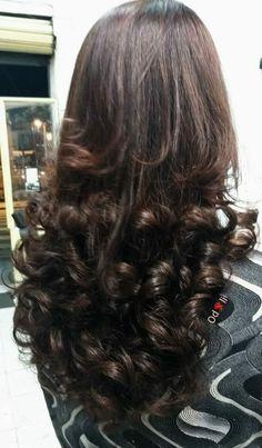 Hair Flip, Beautiful Long Hair, Curled Hairstyles, Curls, Long Hair Styles, Beauty, Dark Green Nails, Gray Nails, Red Toenails