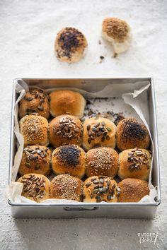 Recept: Geschaakt breekbrood A Food, Food And Drink, Pan Relleno, Sandwiches, Piece Of Bread, Easter Brunch, Bread Baking, Crackers, Doughnut