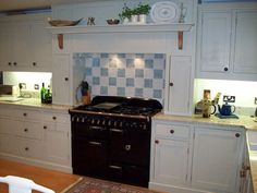 Range cooker with surrounding tower. Could Ant build cupboards in to the false chimney breast/surround?