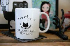 Oui javoue, jai fait ce mug en pensant dabord à moi ! je suis une Cat lover ! Quand on pense à moi, on pense aussi à mes chats ! Il est fait sur