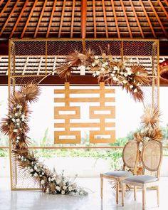 Modern Chinese Wedding Banquet Decorations, Wood D Wedding Backdrop Design, Ceremony Backdrop, Tea Ceremony, Chinese Wedding Decor, Oriental Wedding, Banquet Decorations, Wedding Decorations, Wedding Deco Ideas, Chinese Decorations