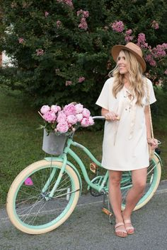 Casual Summer Outfits For Women, Simple Outfits, Casual Outfits, Black Dress Outfits, Pink Dress, Bike Photoshoot, Retro Bike, Cycle Chic, Bicycle Girl