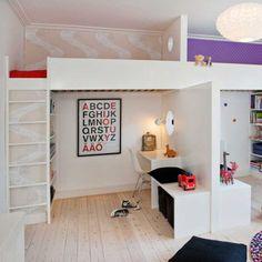 Det er måske ikke det optimale scenarie at dele værelse med sin lillebror ... Medmindre selvfølgelig man har husets bedste rum og i øvrigt har fået det indrettet, så man både kan hygge sig sammen og alene.