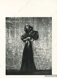 This section Madeleine Vionnet contains 171 image files and original prints - Fashion, Dressmakers, Madeleine Vionnet. Madeleine Vionnet, Edwardian Fashion, Vintage Fashion, 1930s Fashion, Fashion Goth, House Of Worth, Magazine Mode, French Fashion Designers, Fashion History