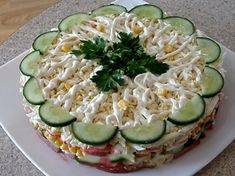 "Salată în straturi nemaipomenit de gustoasă ""Original"". Mereu dispare prima de pe masă! - Bucatarul Top Salad Recipe, Salad Recipes, Salad Design, Good Food, Yummy Food, Food Swap, Food Garnishes, Russian Recipes, Recipe For 4"