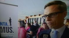TV1 UUTISET AJANKOHTAISTA. POLITIIKKA. PUOLUODEN KOKOUKSIA Ympäri SUOMEA 10.6.2016  Keskusta, Vihreät ja Vasemmisto... KOKOMUUS PUOLUE Kokous Puheenjohtaja valinta Alex STUBB jatkaako? Edustava, Kansainvälinen  ja Ihmisläheinen Poliitikko. SEURAAN myös. HYMY YLE.fi