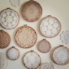 Crochet doilies dreamcatcher embroidery hoops ideas for 2019 Doilies Crafts, Crochet Doilies, Framed Doilies, Doily Art, Diy And Crafts, Arts And Crafts, Embroidery Hoop Crafts, Crochet Decoration, Linens And Lace
