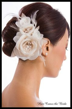 Wedding Hair Pictures - Page 17 Wedding Hair Flowers, Wedding Hats, Wedding Hair And Makeup, Wedding Hair Accessories, Flowers In Hair, Hair Makeup, Hair Wedding, Elegant Hairstyles, Up Hairstyles