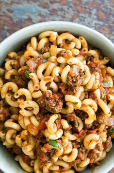 Hamburger and Macaroni! Others call it goulash or even American chop suey. Whatever you call it, it's great for a midweek meal. Browned ground beef cooked in a tomato onion sauce, mixed in with elbow macaroni. Hamburger Macaroni, Hamburger Casserole, Hamburger Recipes, Ground Beef Recipes, Meat Recipes, Vegetarian Recipes, Cooking Recipes, Healthy Recipes, Hamburger Dishes