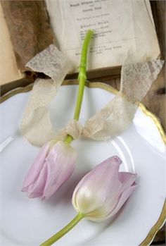 We have 101 amazing wedding favour ideas, from fortune cookies and candles to hangover kits, so there's something to suit every style of wedding! Wedding Favours Muslim, Wedding Favours Easter, Wedding Favours Fudge, Wedding Favors Cheap, Tulip Wedding, Purple Wedding, Cheap Favors, Candle Favors, Wedding Planning