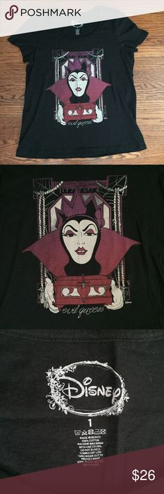 Evil Queen Disney top 🍎 From Disney's Snow White this shirt features the Evil Queen holding the box meant for Snow White's Heart! Fun for everyday or perfect for your next trip to Disneyland!! This shirt is size one, it fits a large/extra large. Disney Tops Tees - Short Sleeve