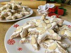 Škoricové hviezdičky Cinnamon Almonds, Sliced Almonds, Holiday Cookie Recipes, Holiday Cookies, German Cookies, Small Spoon, Star Cookies, German Christmas, Confectioners Sugar