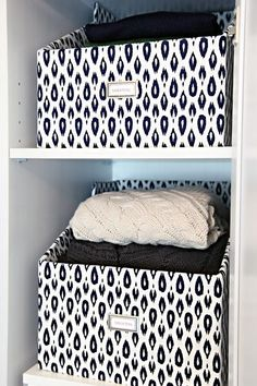 Need Winter Storage ? Create These DIY Cardboard Sweater Storage Boxes ! Storage Boxes With Lids, Box Shelves, Closet Shelves, Diy Storage Containers, Decorative Storage Boxes, Fabric Storage Boxes, Closet Drawers, Fabric Boxes, Storage Shelves