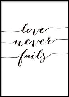 Poster med text, love never fails. Tavlor och posters med vackra budskap. Texttavla i svartvitt.