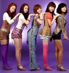 TOP FIVE MOST POPULAR KOREAN GIRL GROUP - http://bluedreamer27.blogspot.com/2013/04/top-five-most-popular-korean-girl-group.html