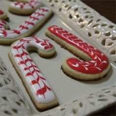 Use this quick and easy recipe for royal icing to use for decorating your gingerbread house or cookies this Christmas.