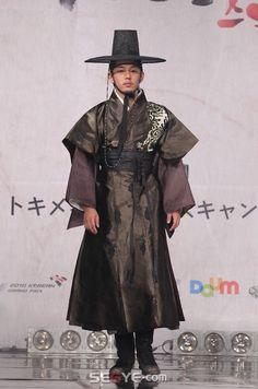한복 платья, корея 및 ази Korean Traditional Dress, Traditional Fashion, Traditional Dresses, Traditional Looks, Korean Hanbok, Korean Dress, Korean Outfits, Orientation Outfit, Costume Ethnique