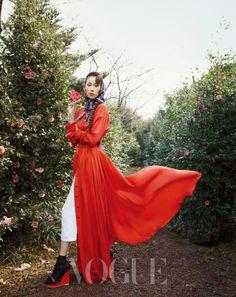 les filled aux camellias - Vogue Korea Apr 2012