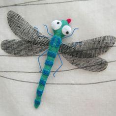 dragonfly Felt Crafts, Crafts To Make, Fabric Crafts, Sewing Crafts, Sewing Projects, Homemade Art, Felt Brooch, Felt Fabric, Felt Art