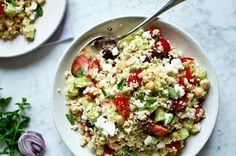 Řecký kuskus salát Speedy Recipes, Bulgur Salad, Couscous Recipes, Vegetarian Recipes, Healthy Recipes, Greens Recipe, International Recipes, Food Inspiration, A Table