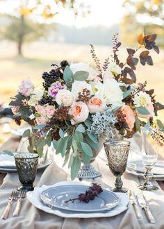 Церемония под деревом и ужин в кругу самых близких - настоящая мечта. Сегодня вас ждет идеальное вдохновение для камерной свадьбы на открытом воздухе.