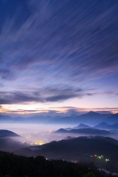 Nantou County, Taiwan  雲兒衝啊~~ (by samyaoo)