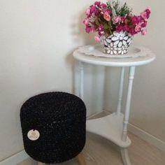Koziołek / stołek ze sznurka na nóżkach Stool, Table, Furniture, Crochet, Design, Home Decor, Decoration Home, Room Decor