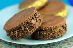 "raw ice cream sandwich cookies and ""Tiny Treats"" an ebook you need to check out Ice Cream Cookie Sandwich, Ice Cream Cookies, Sandwich Cookies, Almond Recipes, Raw Food Recipes, Baking Recipes, Cookie Recipes, Healthy Recipes, Raw Ice Cream"