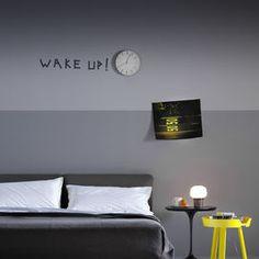 Perché non scrivere sul muro della camera da letto una frase che ti serva da ispirazione? Il buon giorno inizia con la nostra voglia di sorridere.