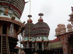Udupi Srikrishna temple is a famous temple of South India. It is located in Mangalore in Karnataka State.  Click on the photo to know more about this temple.