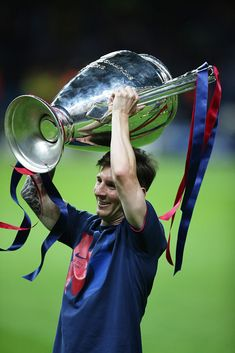 BERLIN, GERMANY - JUNE Lionel Messi of Barcelona lifts the trophy during the UEFA Champions League Final between Barcelona and Juventus at Olympiastadion on June 2015 in Berlin, Germany. (Photo by Ian MacNicol/Getty Images) Messi Champions League, Barcelona Champions League, Messi 2015, Fc Barcelona Wallpapers, Messi Argentina, Lionel Messi Wallpapers, Lionel Messi Barcelona, Leonel Messi, Liverpool Fc