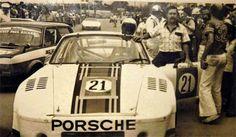 El Patrón con su Porsche de Circuito.