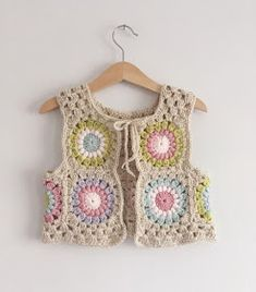 I just can't get enough of this waistcoat 💕❤💗 I mean just look at the back of it. I love love a good sunburst with the rose pink yarn, it's one of my most favourite of colours to crochet with, it never disappoints 🙌🏻🙌🏻🙌🏻 Crochet Waistcoat, Cardigan Au Crochet, Gilet Crochet, Crochet Jacket, Knit Crochet, Crochet Vests, Crochet Tops, Crochet Girls, Love Crochet