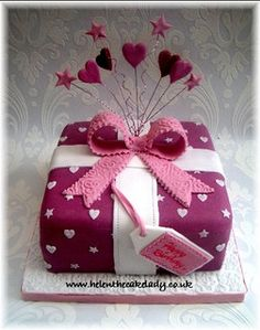 Small present cake by Helen The Cake Lady, via Flickr