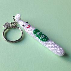 Portachiavi con uncinetto amigurumi bianco sorridente, fatto a mano all'uncinetto, by La piccola bottega della Creatività, 9,50 € su misshobby.com