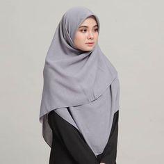 "Peminat MAROON... Komen "" ii "" sikit...😘 . . . Bawal Heavy Chiffon 60""....tengah PROMOSI.... RM15 sahaja....! 😱😱😱 . . . . . _______ Untuk… Stylish Hijab, Casual Hijab Outfit, Hijab Chic, Hijab Dress, Hijab Style Tutorial, Hijab Fashion, Fashion Outfits, Muslim Women Fashion, Girl Hijab"