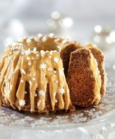 Christmas spiced cake with caramel sauce and cream cheese icing Cheesecakes, Cakes Plus, Savory Pastry, Dairy Free Recipes, No Bake Desserts, Coffee Cake, Yummy Cakes, No Bake Cake, Food Inspiration