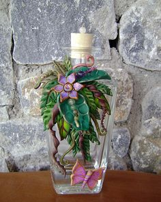 Bottle covered with polymer clay. No information provided. Looks to be inspired by Christi Friesen. Polymer Clay Figures, Fimo Clay, Polymer Clay Projects, Polymer Clay Creations, Polymer Clay Crafts, Wine Bottle Crafts, Bottle Art, Clay Jar, Altered Bottles