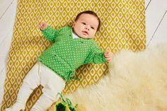 Auch für Anfänger geeignet - so nähen Sie eine niedliche Wickeljacke fürs Baby. Mit Nähanleitung und gratis Schnittmuster.  © 2016 Christophorus Verlag GmbH & Co