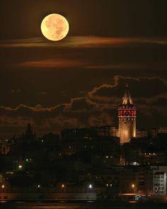 Full moon light ~ Istanbul, Turkey. @planeta__curioso📸📷 . . . #france #indonesia #philippines #wanderlust #usa #canada #dope #tbt #switzerland #landscape #thailand #fujifilm #australia #vscocam #gopro #stunning #singapore #wcw #perfection #turkey #luxury #california #nyc #nikon #canon #outdoors #closeup #italy #norway