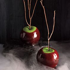 Cinnamon-Cider Candied Apples - Halloween Party for Adults: Spooky Recipes - Cooking Light Mobile Halloween Candy Apples, Adult Halloween Party, Holidays Halloween, Halloween Ideas, Halloween Tricks, Halloween Birthday, Halloween Halloween, Red Hots Candy, Healthy Halloween Treats