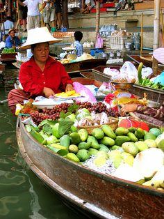 Damnoen Saduak Floating Market, Ratchaburi, Thailand by The Wandering Angel.