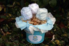 Macetero con 3 baberos en forma de tulipán el regalo ideal para un recién nacido-