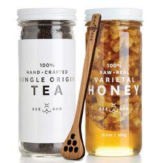 Stunning minimalist and clean loose leaf tea and honey packaging from Bee Raw. Honey Packaging, Food Packaging, Brand Packaging, Honey Label, Jam Label, English Breakfast Tea, Breakfast Set, Organic Loose Leaf Tea, Honey Sticks