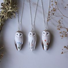 Newest Pictures Polymer Clay Crafts owl Popular Polymer Clay Projects, Polymer Clay Creations, Polymer Clay Crafts, Polymer Clay Jewelry, Owl Necklace, Pearl Necklace, Clay Animals, Ceramic Jewelry, Clay Charms