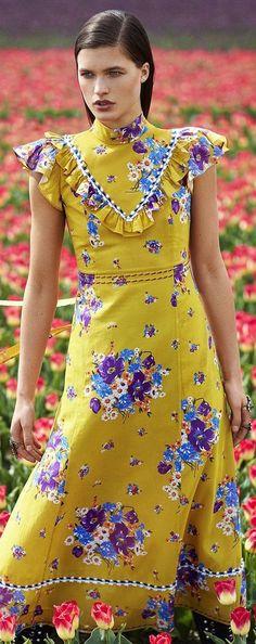 Harper's Bazaar August 2017 Botanical Fashion, Floral Fashion, Flower Skirt, Harpers Bazaar, Event Styling, Editorial Fashion, All Things, Fashion Show, Tropical