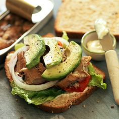 Repin if you bring your lunch to work, then try this make-and-take tuna sandwich!