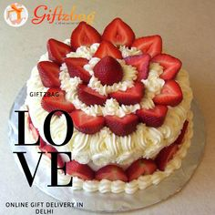 11 Cakes With Strawberries As Decorations Photo - Chocolate Cake with Strawberry, Cakes Decorated with Strawberries and Strawberry Cake Decorating Strawberry Cake Decorations, Strawberry Cakes, Cute Cakes, Yummy Cakes, Food Cakes, Cupcake Cakes, Cake Mix Muffins, Pastry Cook, Valentine Cake