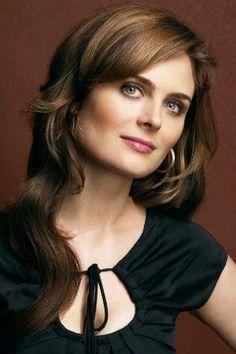 Emily Deschanel Dr. Temperance Brennan,